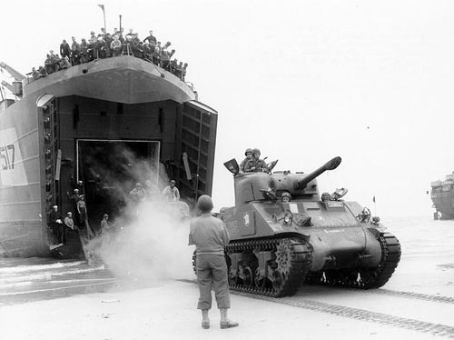 2e Division Blindee Sherman tank - USS LST-517 - Normandy - Second World War - August 2, 1944 - France - Chansons de soldats - Soldiers songs and military marches